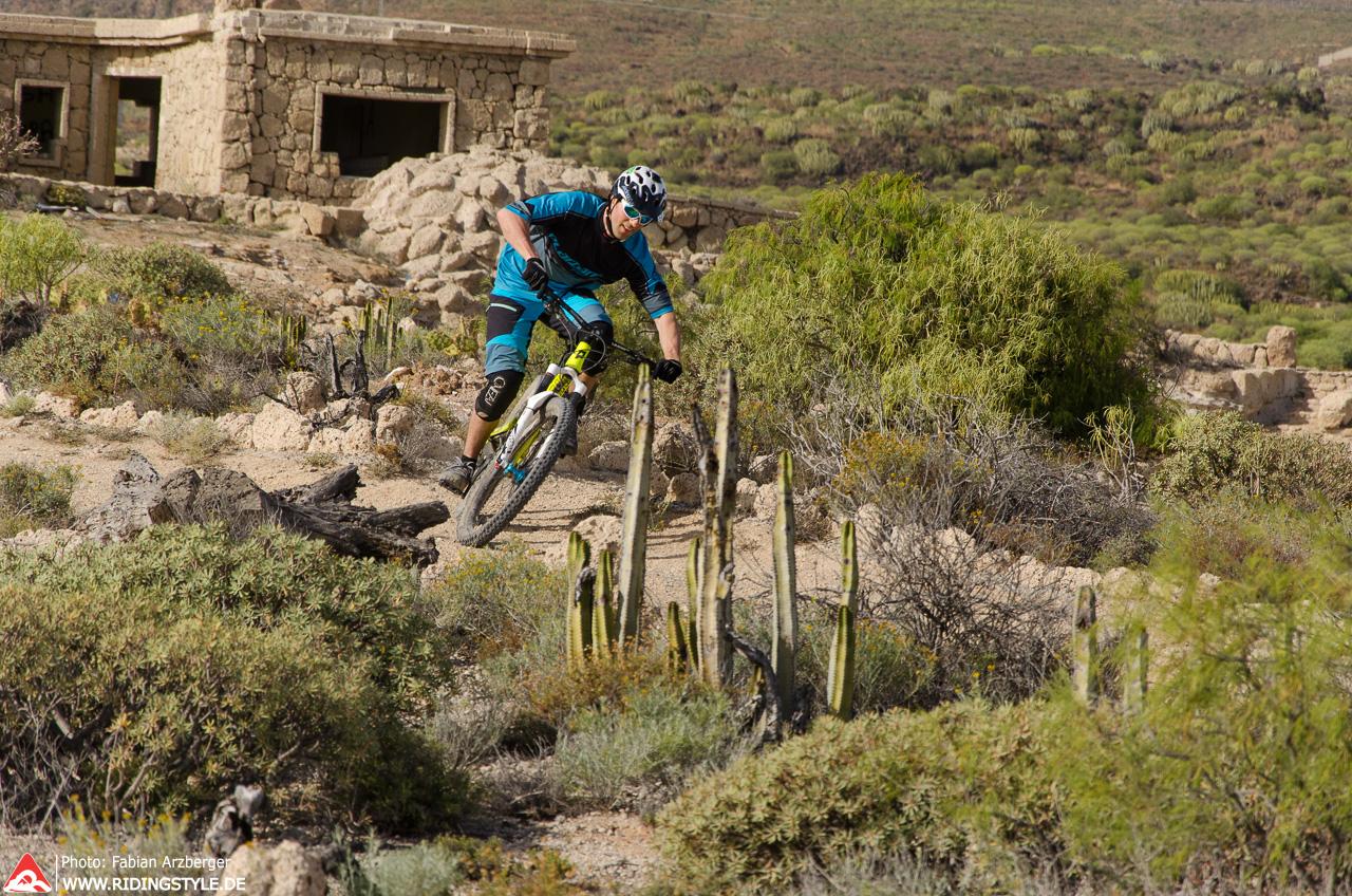 Fabian von Ridingstyle MTB Fahrtechnik auf Teneriffas Trails 03