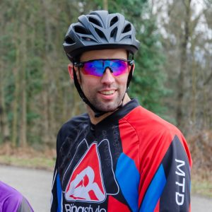 Mountainbike-Fahrtechnik-Trainer-Harry-Ridingstyle