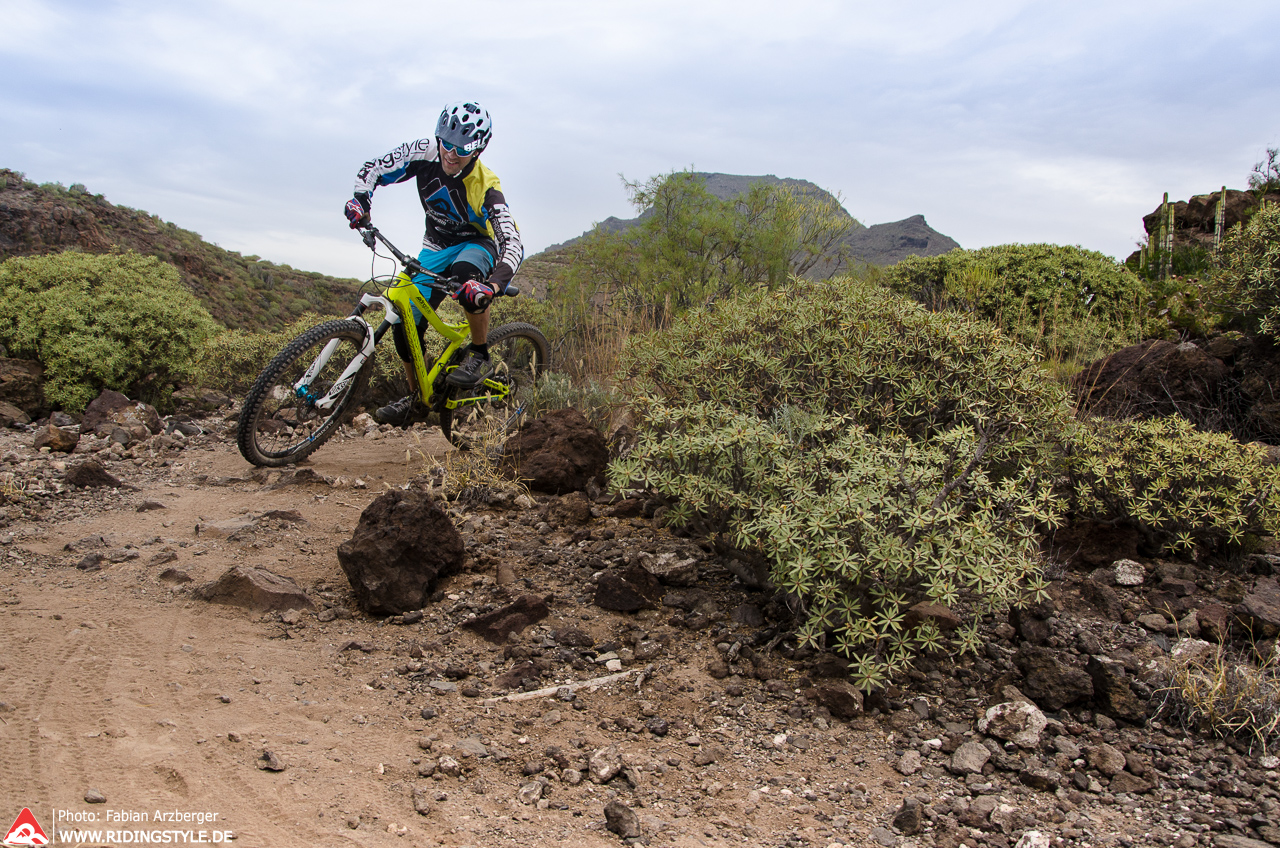 Fabian von Ridingstyle MTB Fahrtechnik auf Teneriffas Trails 05